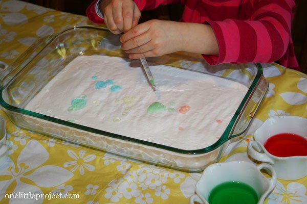 toddler activity paint baking soda with vinegar