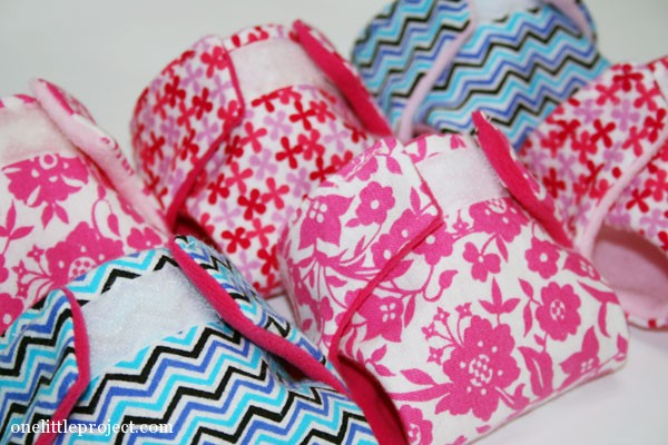 make your own cloth doll diapers in fun colours