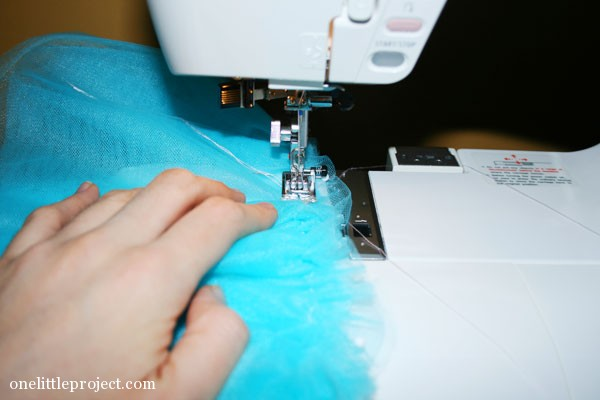IKEA doll's bed tulle bedskirt tutorial