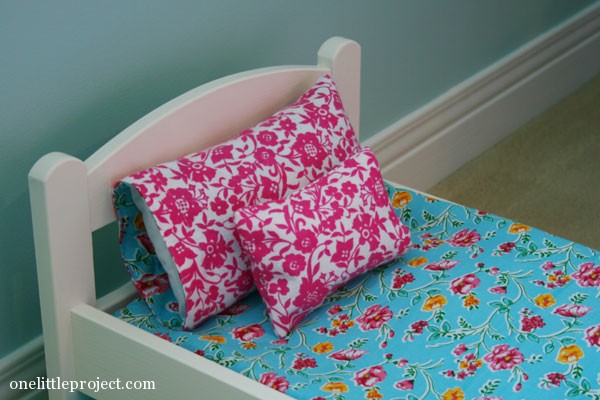 How to make a reversible pillowcase for a doll