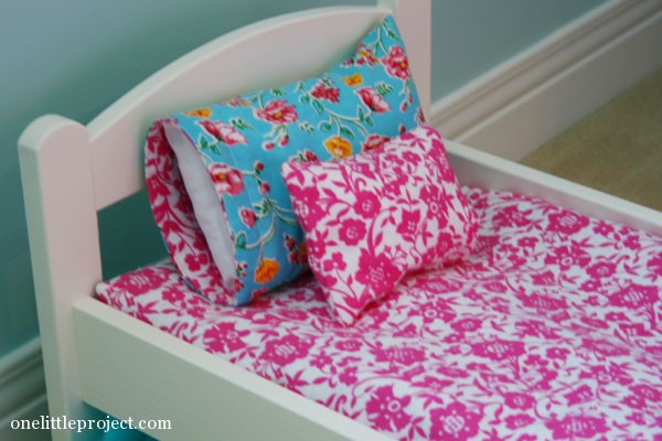 How to make a reversible pillowcase for IKEA doll's bed