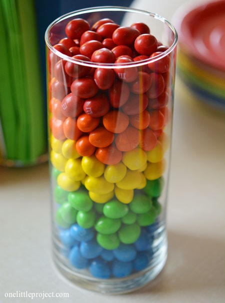 Rainbow party ideas: M&M's vase