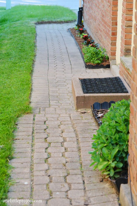 Weekend project: Our small side garden and walkway