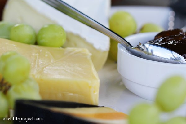 How to put together the perfect cheese platter