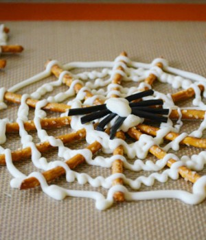 Halloween Pretzel Spider Webs Tutorial