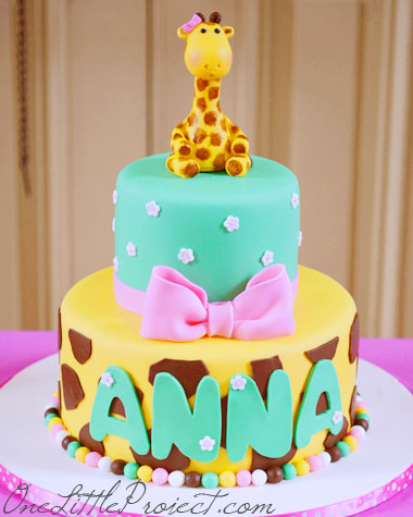 Giraffe Birthday Party Theme - Another adorable birthday party idea. These cakes are so cute!