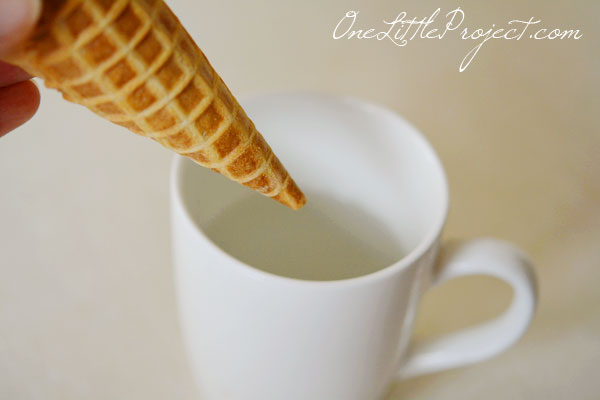 Make your own mini cornucopia using a waffle or sugar cone! These would be so cute for Thanksgiving!