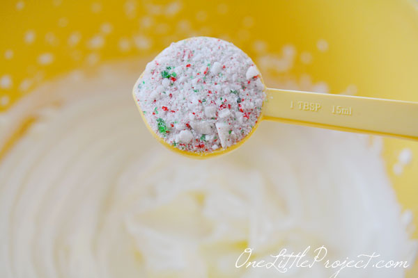 Candy Cane Whipped Cream Recipe. Imagine how amazing this would taste on brownies or chocolate cake or even hot chocolate!