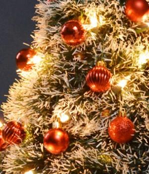 DIY Wire Hanger Christmas Tree Tutorial