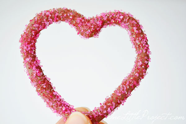 Chocolate Heart Outlines - about 20 minutes to make and 15 minutes to harden. What a perfect sweet treat to show some love!