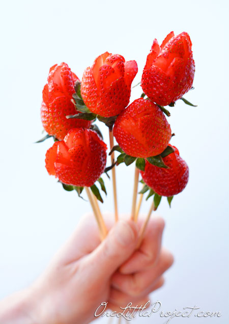Strawberry rose bouquet! These are super easy to make and don't require any special tools!