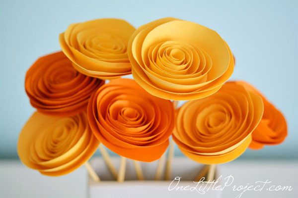 How to make rolled paper flowers how to make paper flowers these rolled paper flowers are super easy and surprisingly fun mightylinksfo