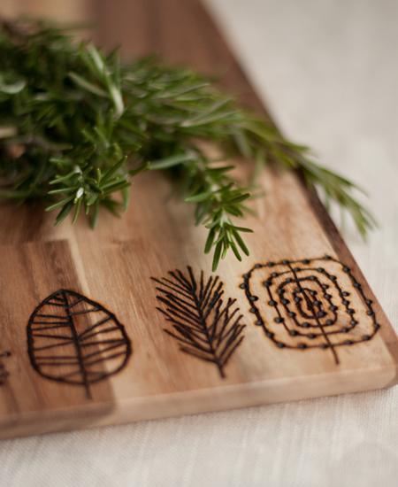 25 DIY Mother's Day Gift Ideas | Etched Wooden Cutting Board