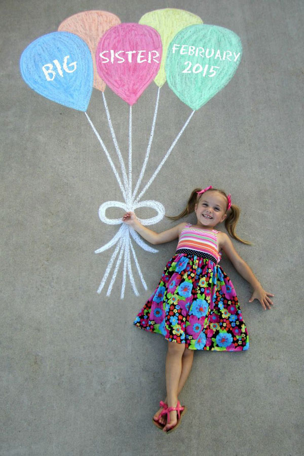 30+ Fun Photo Ideas to Announce a Pregnancy - Sidewalk Balloon Chalk Announcement