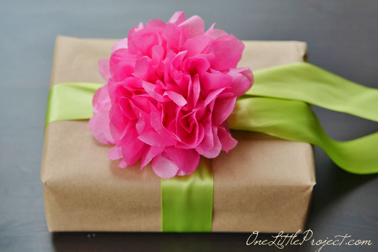 Gift wrapping with tissue paper flowers gift wrapping with tissue paper flowers is a simple way to wrap gifts but it mightylinksfo