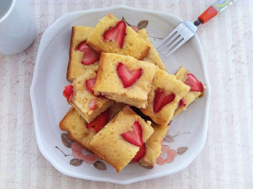 50+ Best Recipes for Fresh Strawberries - Strawberry White Chocolate Blondie