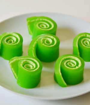 How to Make Jello Roll-ups