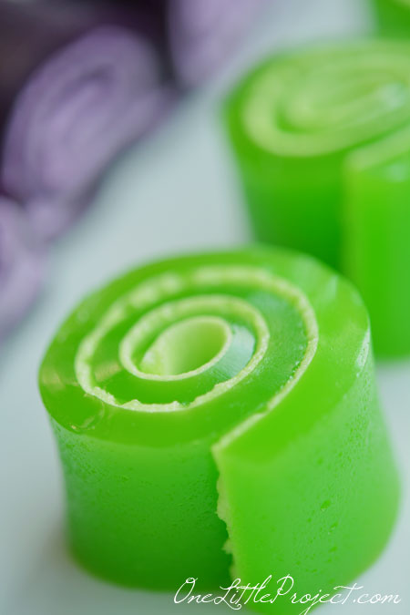 These jello pinwheels were amazingly easy to make! And the kids loved them!