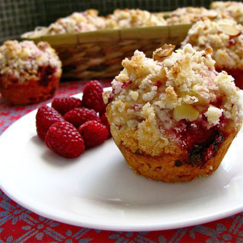 50+ Best Recipes for Fresh Raspberries - Raspberry Crumble Muffin