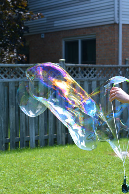 How to make Big Bubbles - This recipe for big bubbles is so much fun! And it uses simple ingredients that you probably already have at home!