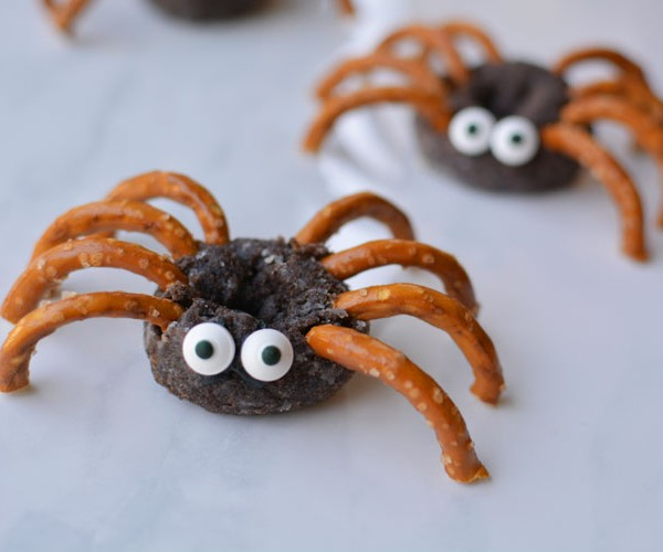 Easy Mini Donut Spiders