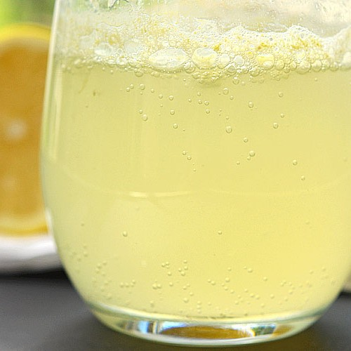 How to Make Fizzing Lemonade