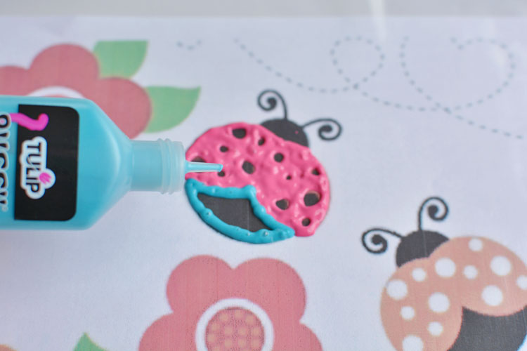 These ladybug window clings are absolutely ADORABLE! The tutorial includes the free ladybug template too! I think this might be my new favourite craft!?