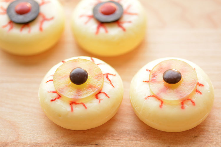 These Babybel eyes make a wonderful, healthy Halloween snack idea! And they make a mega spooky party food idea too!