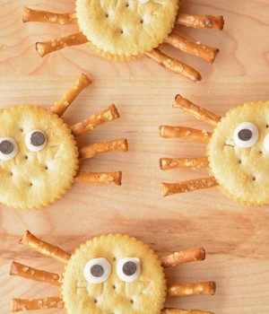 Easy Ritz Cracker Spiders