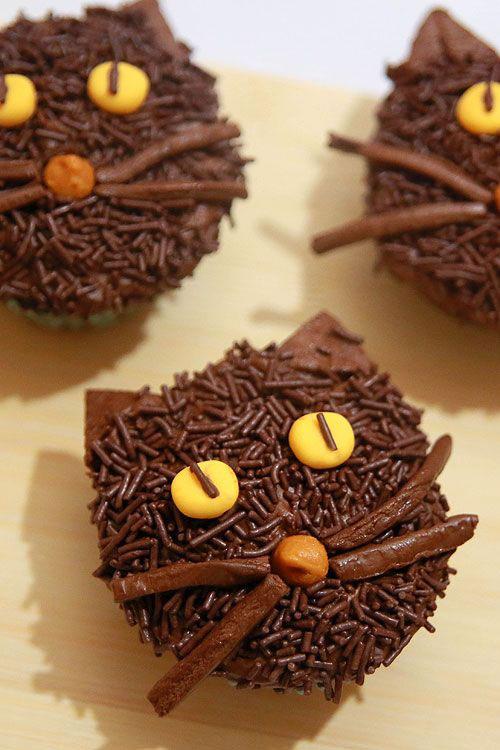 Halloween Food Ideas - Non Spooky Black Cat Cupcakes