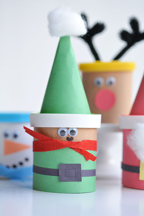 These easy Christmas Play-doh favours make ADORABLE little party gifts for kids! They're a great little non-candy Christmas treat idea too!