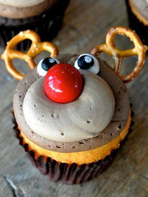 30+ Easy Christmas Cupcake Ideas - Adorable Rudolph the Reindeer Cupcakes