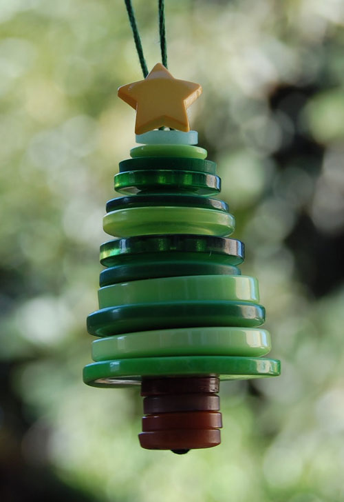 36 Easy Christmas Crafts - Button Christmas Tree