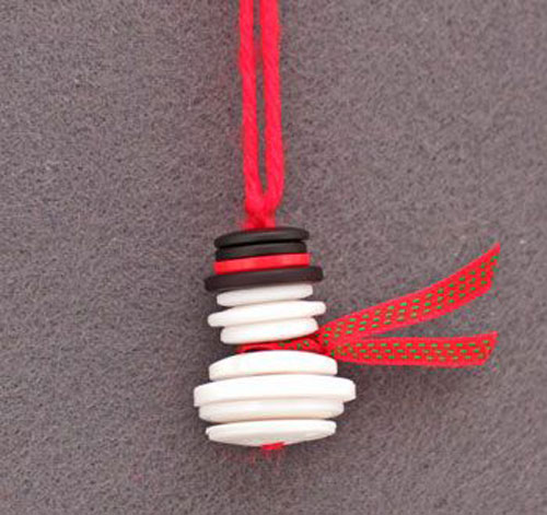 36 Easy Christmas Crafts - Button and Yarn Snowman