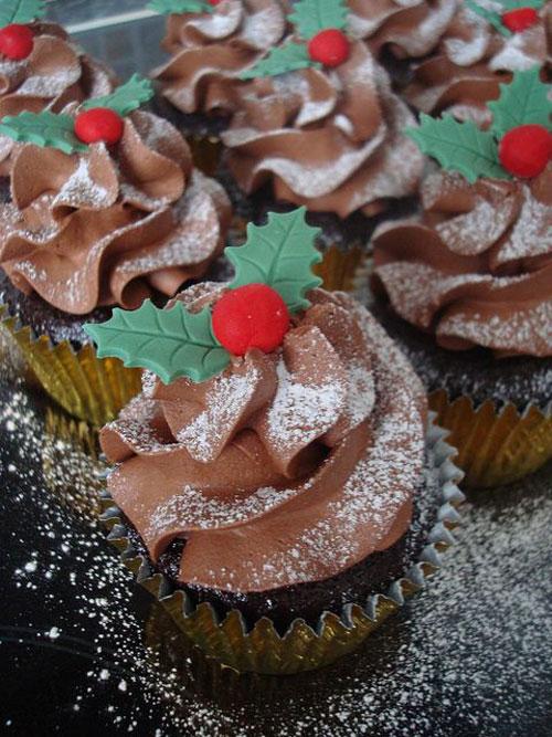 30+ Easy Christmas Cupcake Ideas - Chocolate Yule Cupcake - 30+ Easy Christmas Cupcake Ideas