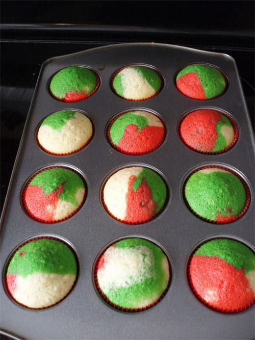 30+ Easy Christmas Cupcake Ideas - Multi Coloured Christmas Cupcakes