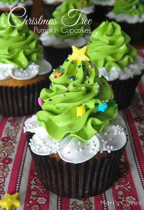 30+ Easy Christmas Cupcake Ideas - Christmas Tree Pumpkin Cake