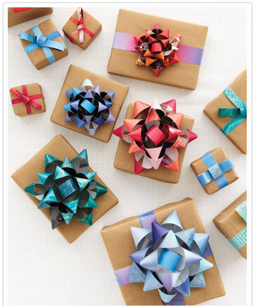 24 Clever Christmas Wrapping Hacks - DIY Recycled Bows