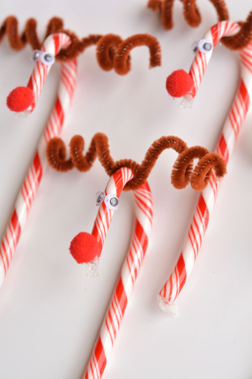 Do you remember making these candy cane Rudophs when you were a kid?! They're so cute and SO EASY! What a great holiday craft to do with the kids!