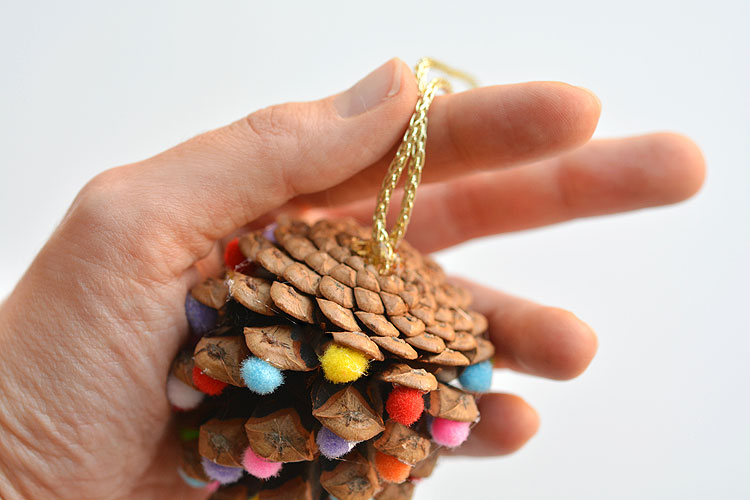 These pom pom and pinecone ornaments are SO EASY! They're a great craft for both kids and adults and they end up looking surprisingly beautiful!