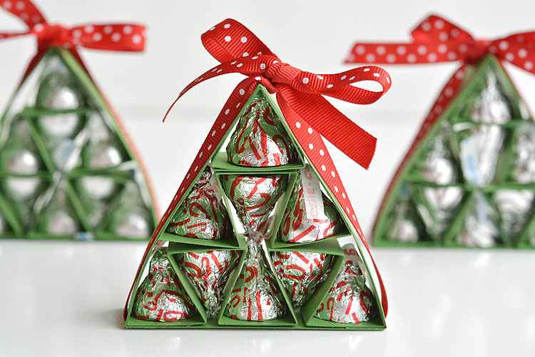 these hersheys kisses christmas trees are so adorable and theyre really easy to make - Christmas At Hershey
