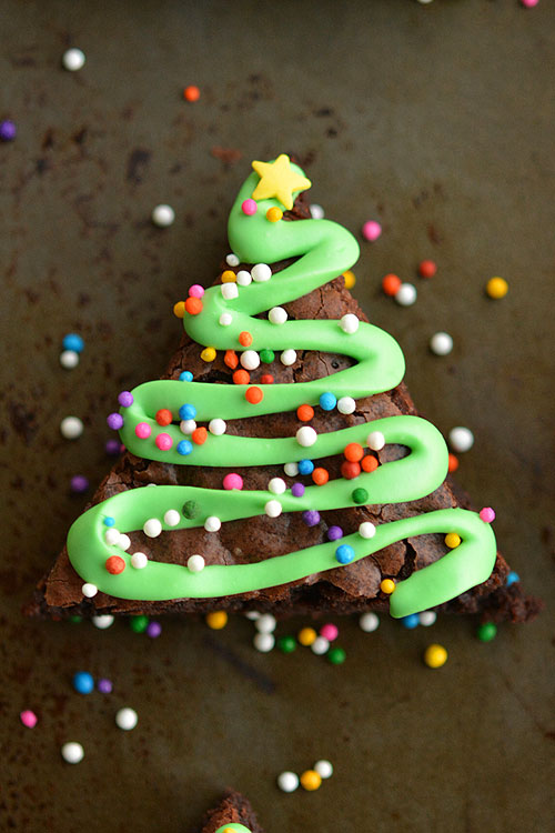 6 easy christmas dessert recipes that taste super delicious. Looking for the best and easy christmas dessert recipes? These 6 christmas dessert recipes and holiday treats are super healthy and super tasty and will blow your guests away #christmas #desserts #christmasdesserts #dessertrecipes #recipes #treats #holidays #christmastreats #holidaytreats #healthy #yummy #santa