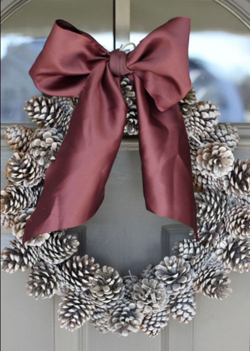 36 Easy Christmas Crafts - Pinecone Wreath