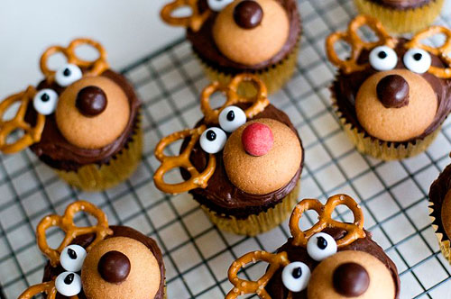 30+ Easy Christmas Cupcake Ideas - Reindeer Cupcakes