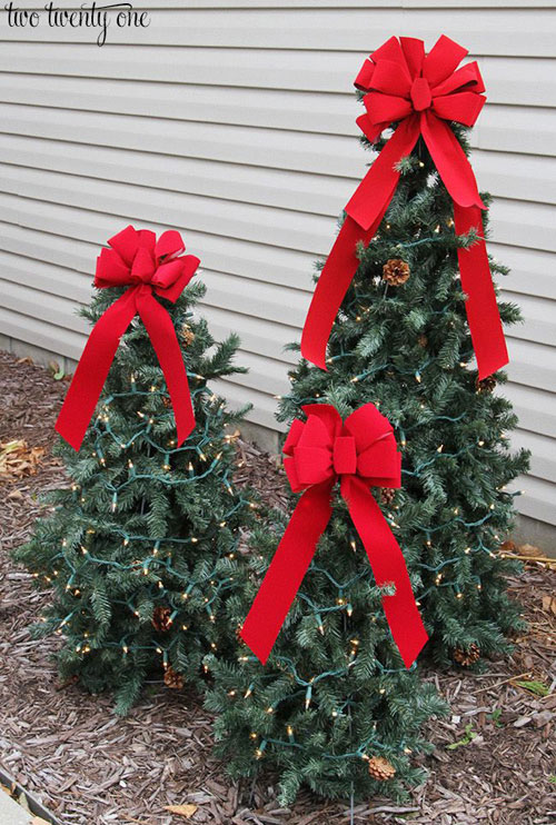36 Easy Christmas Crafts - Tomato Cage Christmas Trees