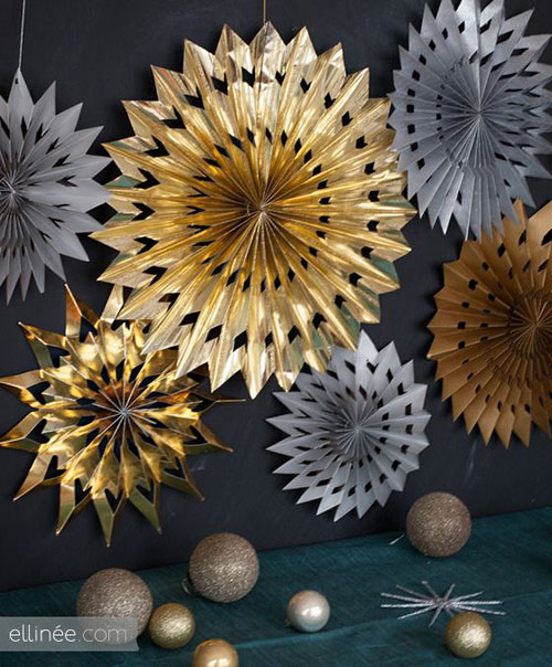 19 Christmas Wrapping Paper Crafts - DIY Paper Star Medallions