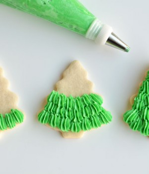 How to Make Christmas Tree Sugar Cookies