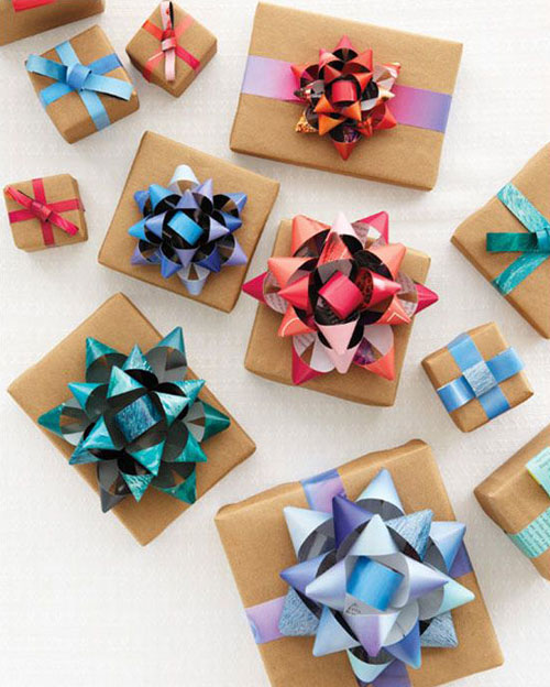 19 Christmas Wrapping Paper Crafts - How to Make a Gift Bow