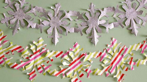 19 Christmas Wrapping Paper Crafts - Paper Snowflake Chains