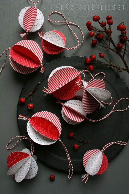19 Christmas Wrapping Paper Crafts - Recycled Christmas Tree Ornament